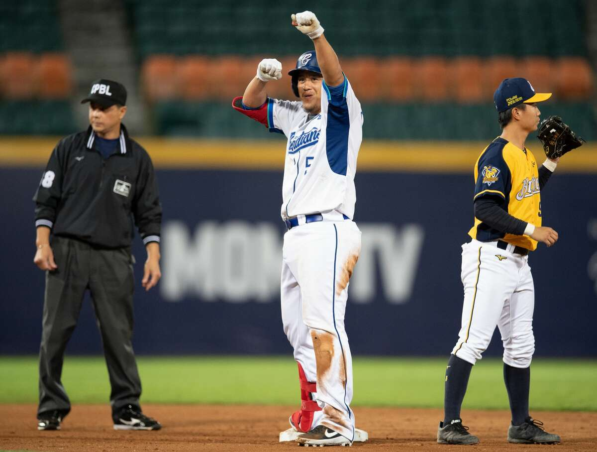 There are four teams in the league this season: the Rakuten Monkeys, the CTBC Brothers, the Fubon Guardians, and Uni-President 7-Eleven Lions. Teams consist mainly of Taiwanese professionals, but there is a significant number of former MLB players. (Each side is limited to four foreign players.)
