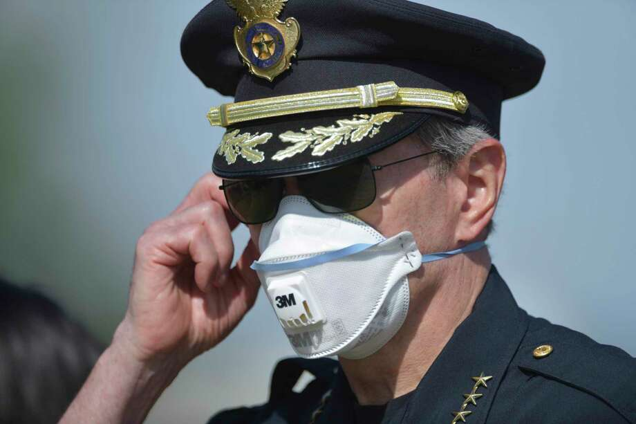 San Antonio Police Chief William McManus adjusts his mask at the Sedona Ranch apartments, 17655 Henderson Pass, where a woman who lost custody of her two children allegedly killed the children and her mother before killing herself on Monday, April 27, 2020. Photo: Billy Calzada, Staff / San Antonio Express-News / ***MANDATORY CREDIT FOR PHOTOG AND SAN ANTONIO EXPRESS-NEWS /NO SALES/MAGS OUT/TV