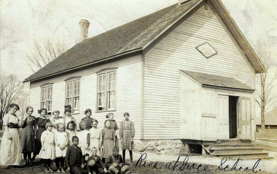 Grace School (Gilmore #2), at the corner of Grace and Forrester roads, 1914. (Courtesy Photo)