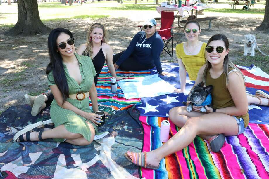 As Texas reopened state parks this week and announced the reopening of businesses and restaurents, Houstonians brought out their picnic blankets, crawfish, laptops, and more to celebrate. Photo: Samantha Lopez