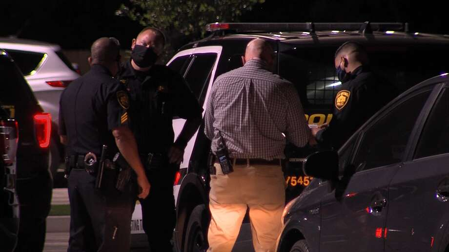 San Antonio police investigate a shooting on the West Side Sunday, May 3, 2020. Photo: 21 Pro Video