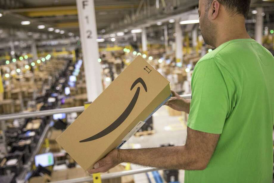 An employee holds a package at the Amazon.com Inc. fulfilment center in Tilbury, U.K,. in July 2019. Photo: Jason Alden / © 2019 Bloomberg Finance LP