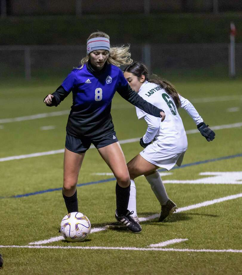 Montgomery midfielder Tallyn Herle (8) drives the ball through Huntsville forward Lilu Garza (6) in a District 20-5A match in Montgomery, Friday, Jan. 31, 2020. Photo: Gustavo Huerta, Houston Chronicle / Staff Photographer / Houston Chronicle