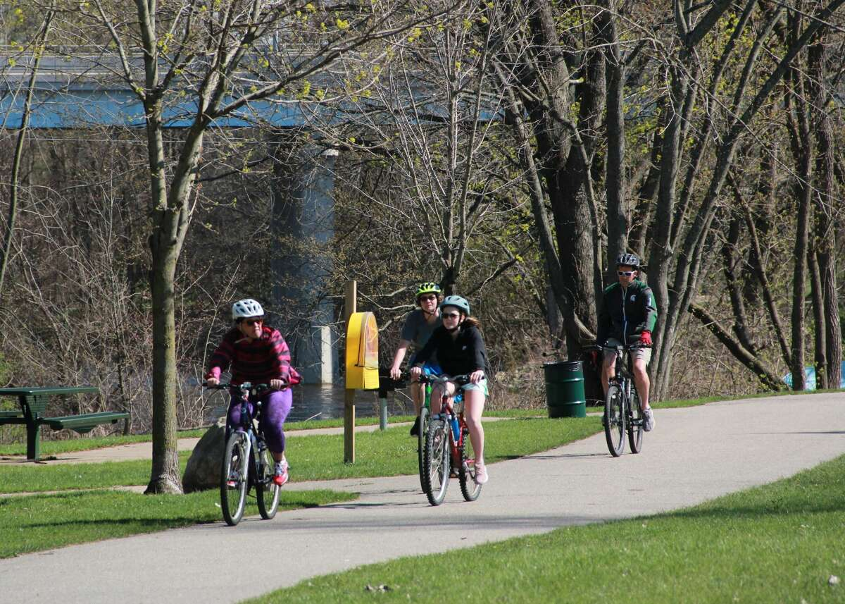 Residents in the Big Rapids area spent their Sunday afternoon soaking in the sun and enjoying the great outdoors at Hemlock Park. People were seen biking, fishing, walking their dogs and playing tennis.
