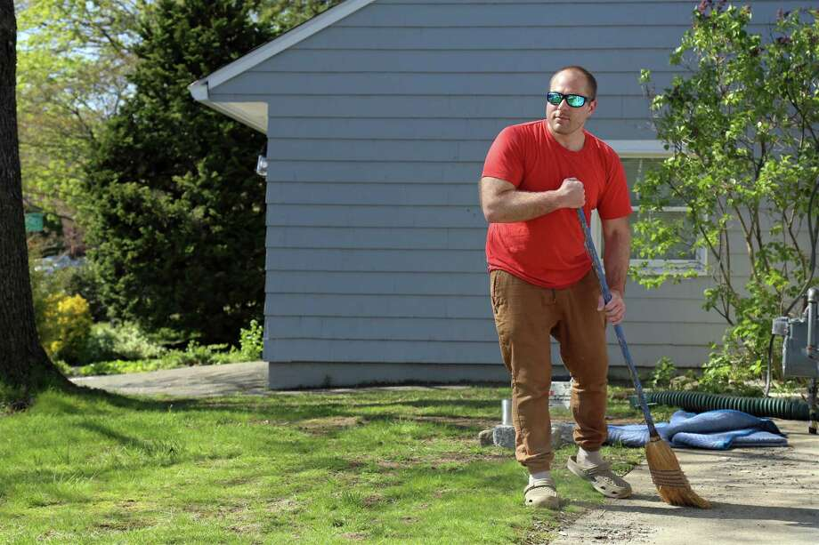 Eric Aitoro of Fairfield catches up on some outdoor cleaning on Sunday, May 3, 2020, in Fairfield, Conn. Photo: Jarret Liotta / Jarret Liotta / ©Jarret Liotta 2020
