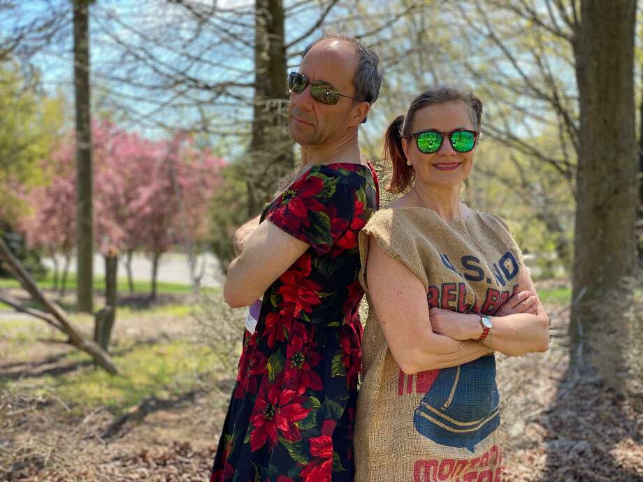 Andy Pforzheimer donned a dress and Zelie Pforzheimer gussied up with a potato sack to run the Circle of Care 5K. The stunt raised $16,000 for the organization. Photo: Jeff Salguero / Circle Of Care / Wilton Bulletin Contributed