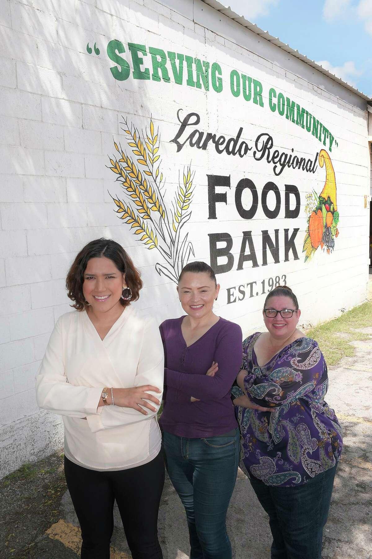 Laredo Regional Food Bank Executive Director, Carmen Garcia-Arévalo, directora de Laredo Regional Food Bank, junto a .