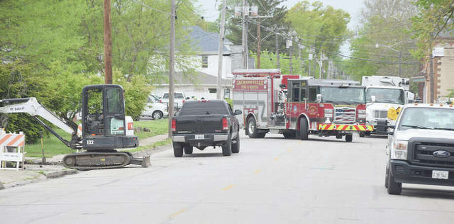 Crews work to repair a gas line that was broken Monday afternoon in the 500 block of West Lafayette Avenue. Photo: Samantha McDaniel-Ogletree   Journal-Courier