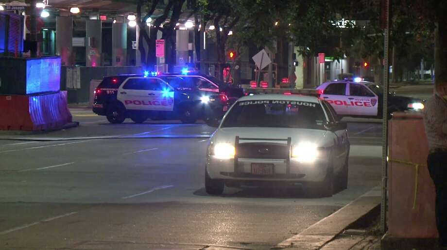 Houston police investigate a deadly shooting in the 800 block of Jefferson Street on Monday, May 4, 2020. Photo: OnScene.TV