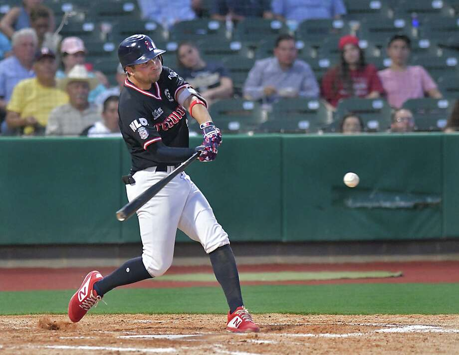 Roberto Valenzuela will represent the Tecolotes in the Mexican Baseball League's virtual home run derby. Photo: Cuate Santos /Laredo Morning Times File / Laredo Morning Times