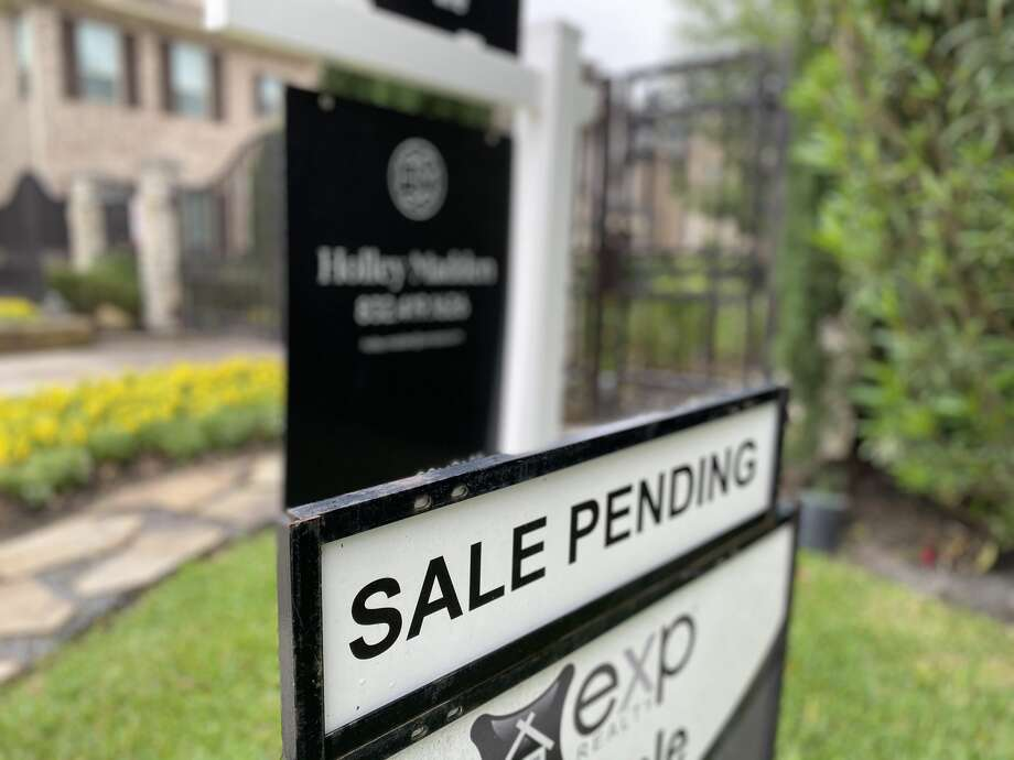 Mortgage rates have fallen to another record low, reports Freddie Mac. Photo: Nancy Sarnoff