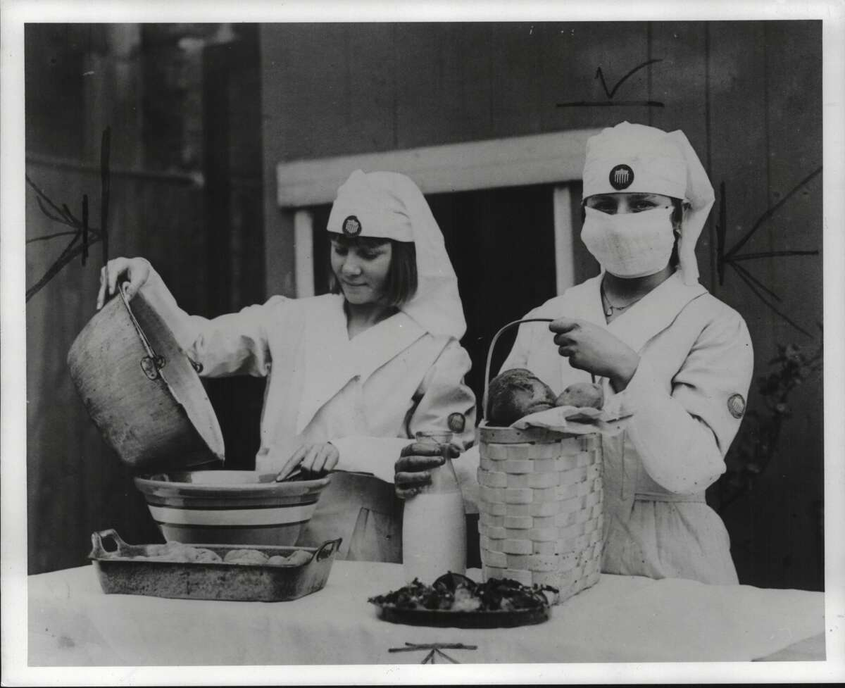 Nurses prepare food during influenza epidemic in 1918