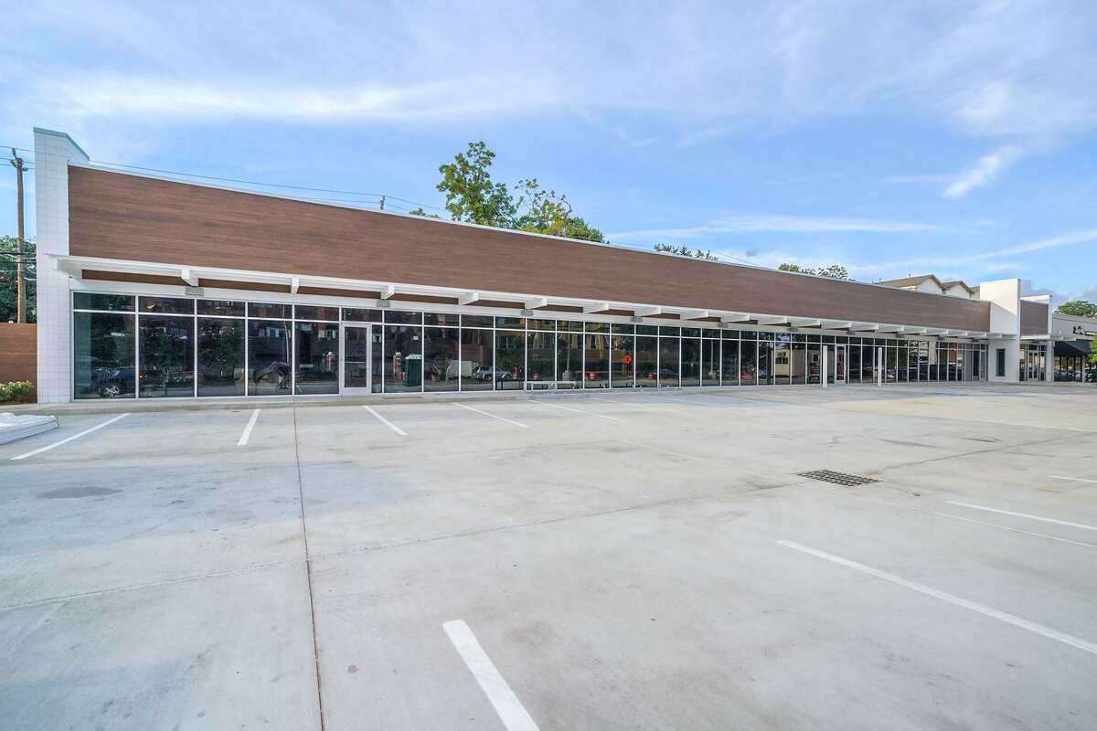 The 7,800-square-foot shopping center at 120 Westheimer is now fully leased. The tenants are Clique Bistro, Domino's, The Joint Chiropractic, Legacy Medical and Rooster's Barbershop.
