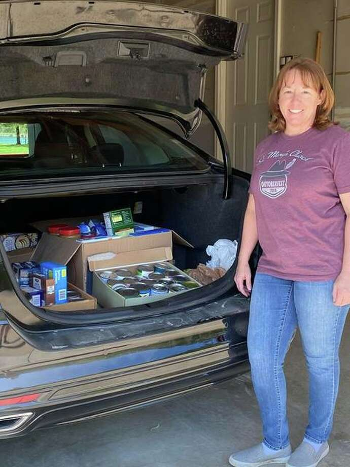 Amy Elik of Alton, a Nov. 3 candidate for Illinois' 111th District, is coordinating a food drive to support the Crisis Food Center in Alton.