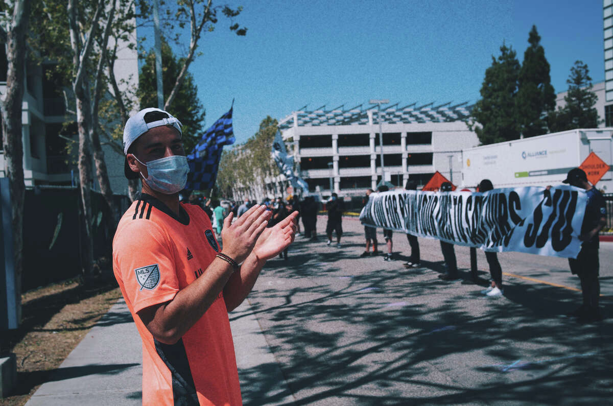 Last Friday afternoon the supporters group catered three food trucks to feed hospital workers cheering them on while making sure to keep a safe distance. The fans were joined Quakes goalkeeper JT Marcinkowski (pictured) and members of the Quakes front office saluting the hospital staff while they received their meals.