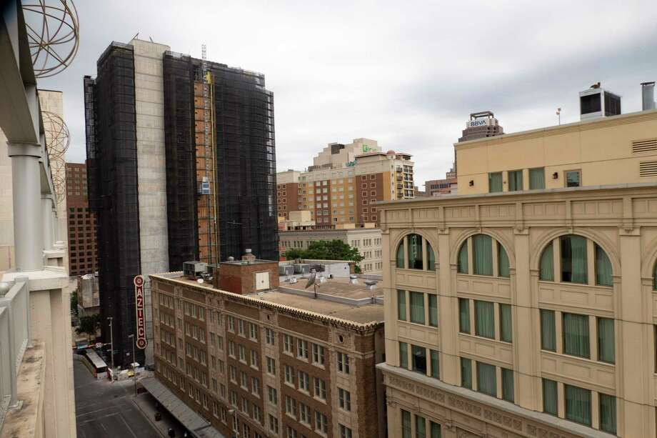 The Canopy by Hilton, at left in the background, is taking shape in downtown San Antonio on Wednesday, May 6, 2020. Dozens of new hotels, which would add more than new 4,000 rooms in San Antonio, were either under construction or in the planning stage before the pandemic. Photo: Billy Calzada, Staff / San Antonio Express-News / ***MANDATORY CREDIT FOR PHOTOG AND SAN ANTONIO EXPRESS-NEWS /NO SALES/MAGS OUT/TV