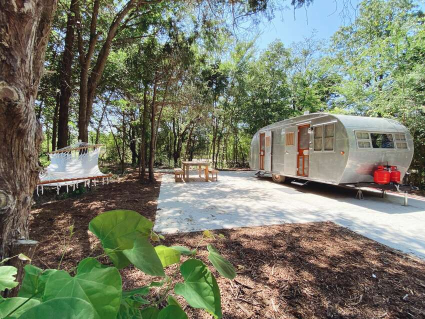 Situated along 30 scenic acres surrounded by creeks, hiking trails and lush greenery, the outdoor resort offers six vintage Airstreams for rent and 15 sites for guests to bring their own trailers. Each site has private parking and wooden tables and benches.