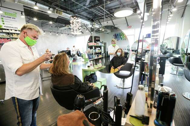 Alden Clark, owner of Salon on Kirby works on Pat Gilmore-Maass' hair at the salon in Houston on Friday, May 8, 2020. Photo: Elizabeth Conley, Staff Photographer / © 2020 Houston Chronicle