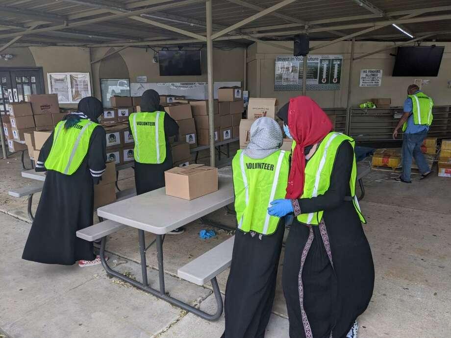 Northwest Houston mosque Bear Creek Islamic Center volunteers assist with COVID-19 relief efforts in observance of Ramadan. Photo: Bear Creek Islamic Center