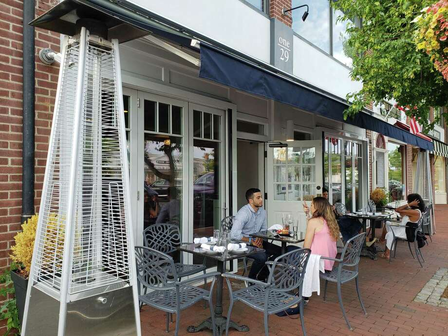 As of May 20, it will be legal in New Canaan to dine at outside tables. Photo: Frank Whitman / For Hearst Connecticut Media / Norwalk Hour freelance