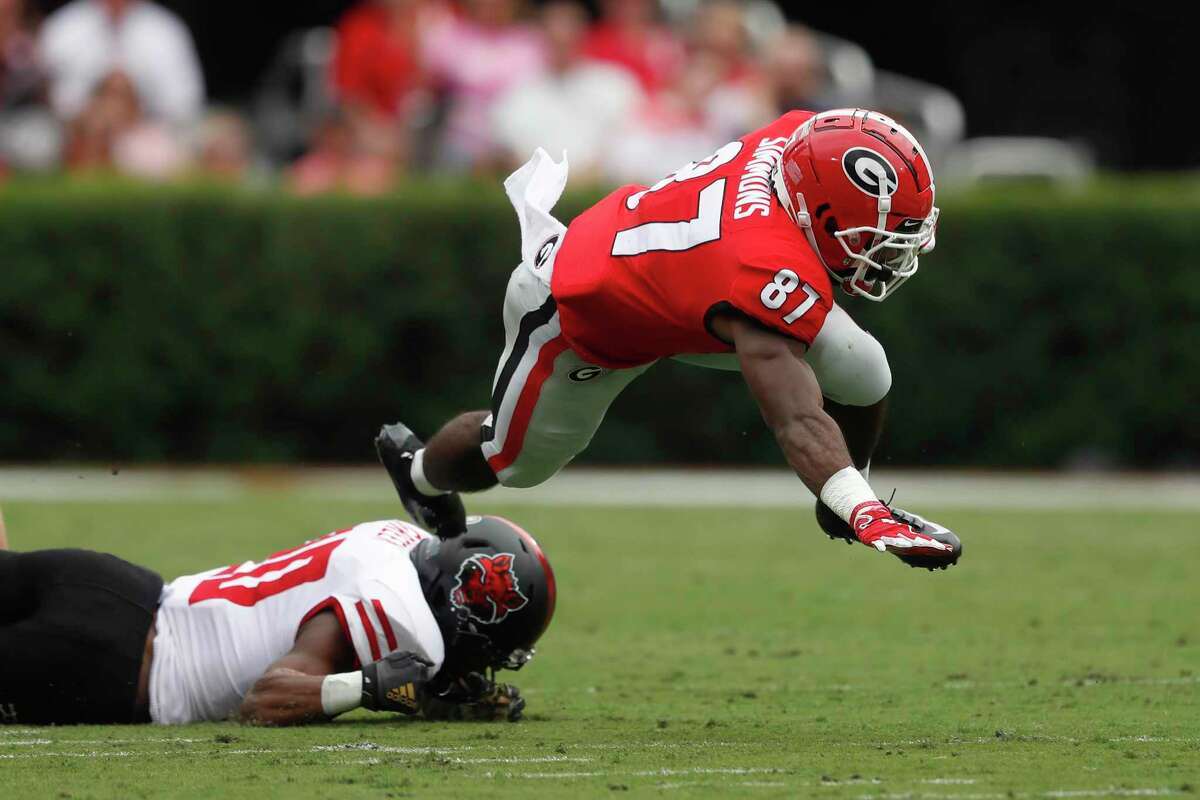 As a senior at Georgia, Tyler Simmons caught 21 passes for 255 yards and averaged 12.1 yards per reception as he started 12 of 14 games.