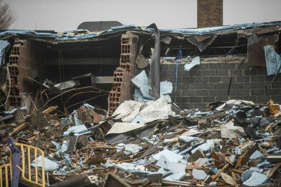 A construction crew works to demolish Eastlawn Elementary Friday, May 8, 2020 in Midland. (Katy Kildee/kkildee@mdn.net) Photo: (Katy Kildee/kkildee@mdn.net)