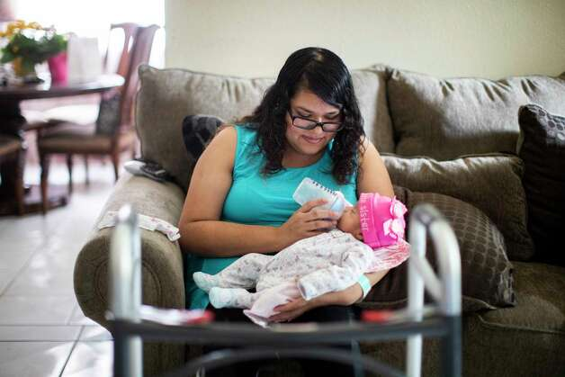 Emelia Herrera, 30, feeds her one-month-old baby Selina Herrera at her home in Cypress on Saturday, May 9, 2020, after a month of being hospitalized for COVID-19. Photo: Marie D. De Jesús, Staff Photographer / © 2020 Houston Chronicle