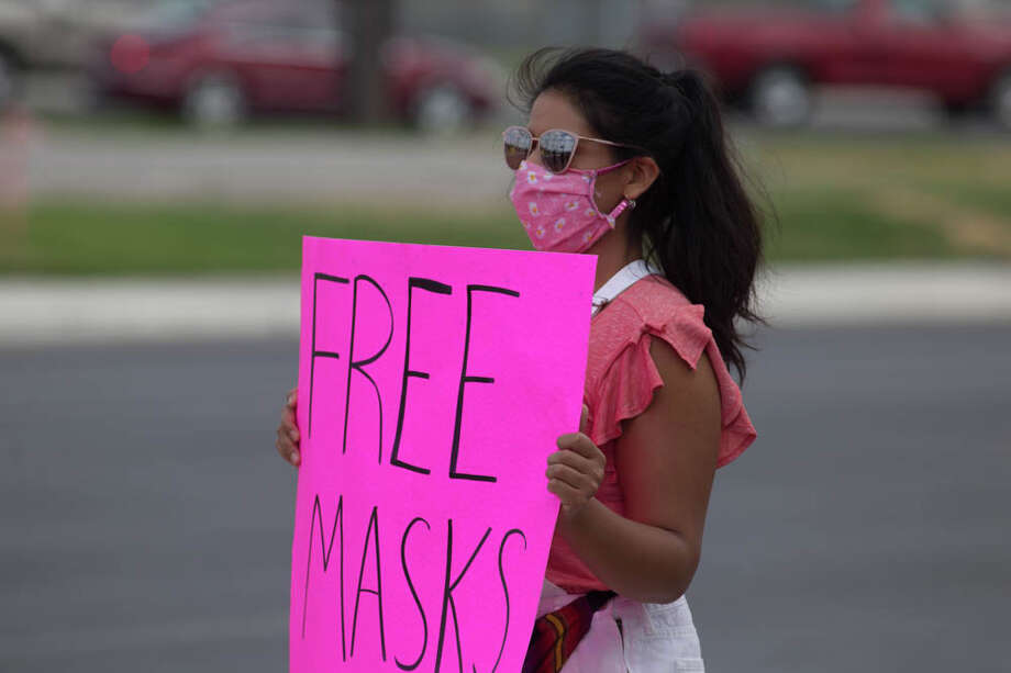 Elizabeth 'Liz' Campos and her supporters held a mask giveawya on Saturday at El Patio Taqueria in Converse. Photo: Kay Richter