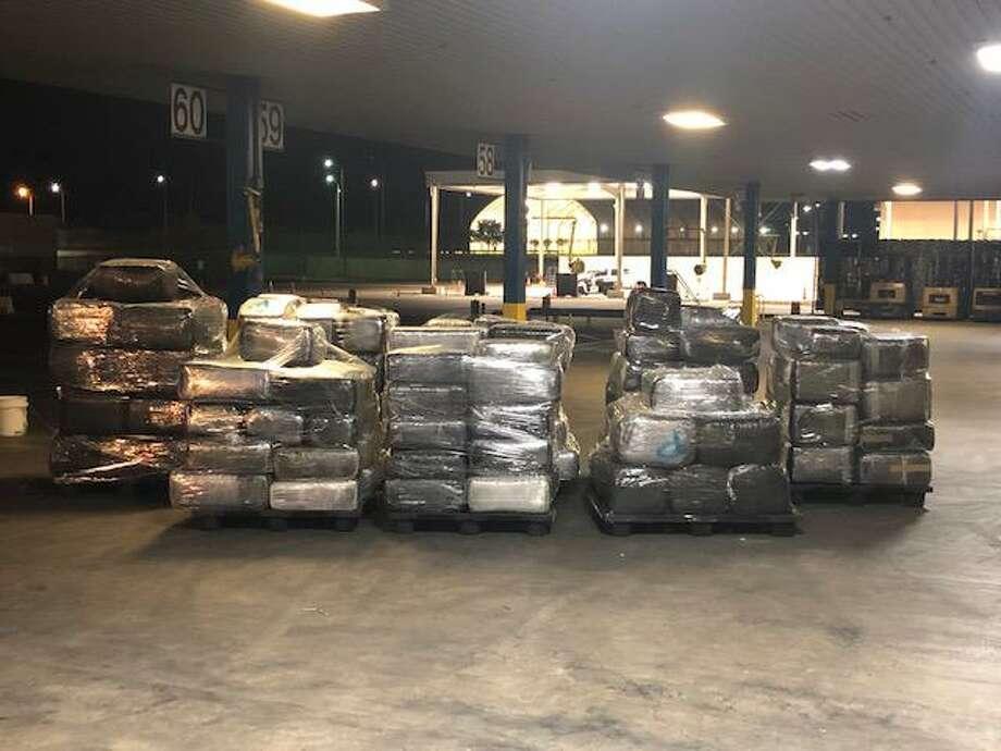 Un total de 198 paquetes conteniendo presunta marihuana fueron confiscados por agentes de Aduanas y Protección Fronteriza en el Puente Internacional de Comercio el jueves 7 de mayo de 2020. La droga tiene un valor estimado en la calle de cerca de 1 millón de dólares. Photo: Foto De Cortesía /CBP