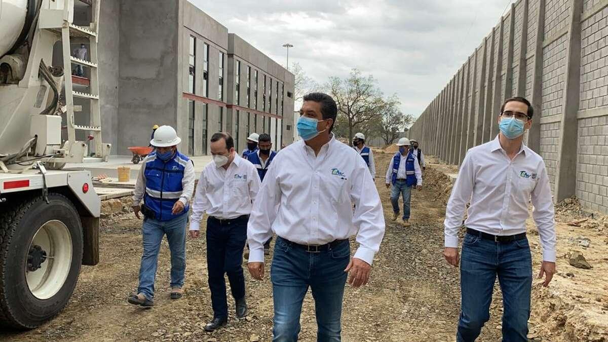 El Gobernador de Tamaulipas, Francisco García Cabeza de Vaca, recorre las futuras instalaciones que albergarán el Complejo de Seguridad. Construcciones similares se realizan en otros municipios como en Nuevo Laredo, el cual presenta un avance del 68 por ciento.