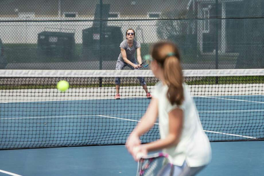 Wilton tennis courts, which opened for singles play among families only last weekend, will now open for doubles play among families. Singles games between non-family members will also be allowed. Photo: Bryan Haeffele / Hearst Connecticut Media / Hearst Connecticut Media