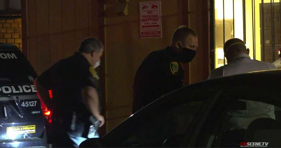 Houston police investigate a shooting that left a man dead at an apartment complex in the Northside area on Monday, May 11, 2020. Photo: On Scene TV