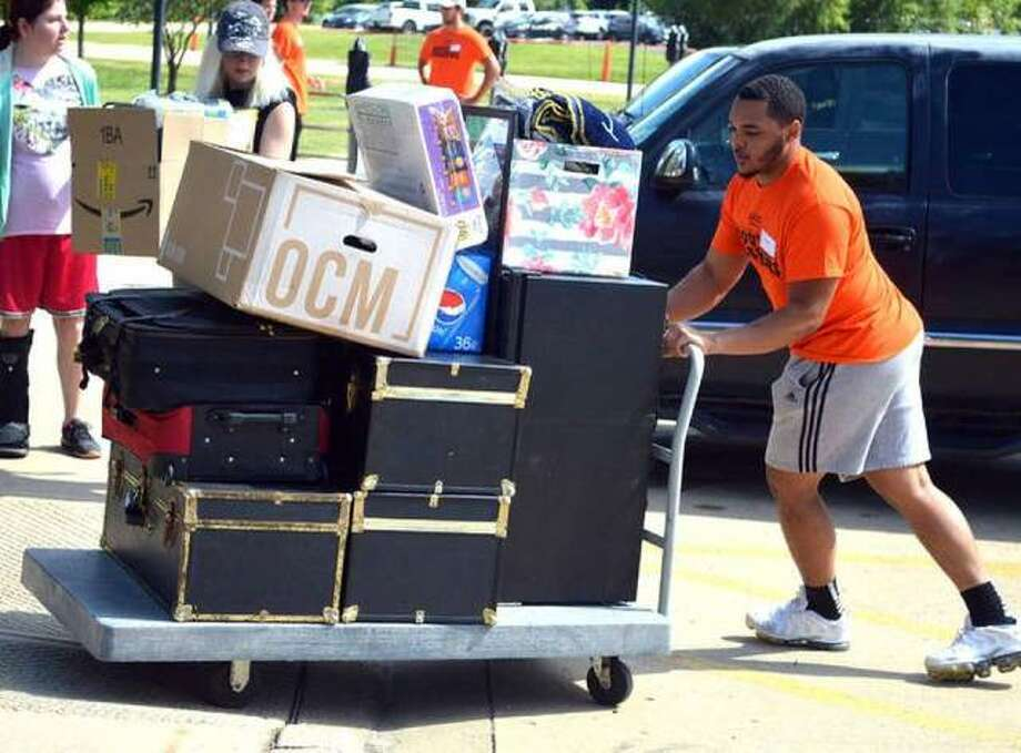 Student volunteers from Movers and Shakers help students move their belongings into Bluff Hall during the annual move-in day for freshmen on Aug. 15. Photo: Scott Marion/The Intelligencer