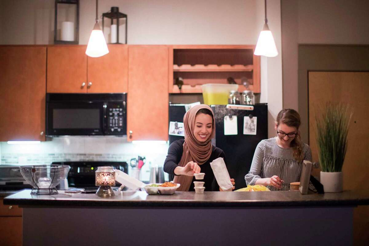 Noha Sahnoune, left, prepares to break fast with her friend Emma Armer during the holy month of Ramadan, Tuesday, June 5, 2018, in Houston. ( Marie D. De Jesus / Houston Chronicle )