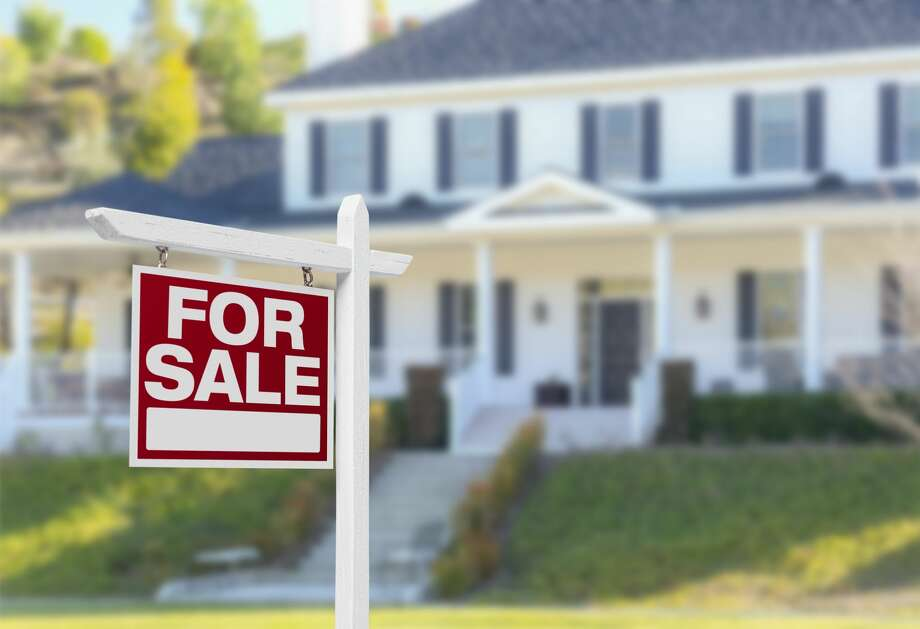 Zillow predicts that home prices will fall 2-3% as a result of the novel coronavirus by the end of 2021. Photo: Feverpitched Via Getty Images / Feverpitched
