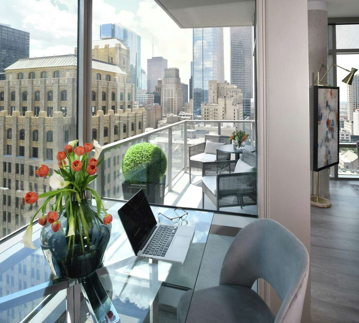 The apartment offers great view of downtown Houston and provides easy access to all the restaurants and attractions.