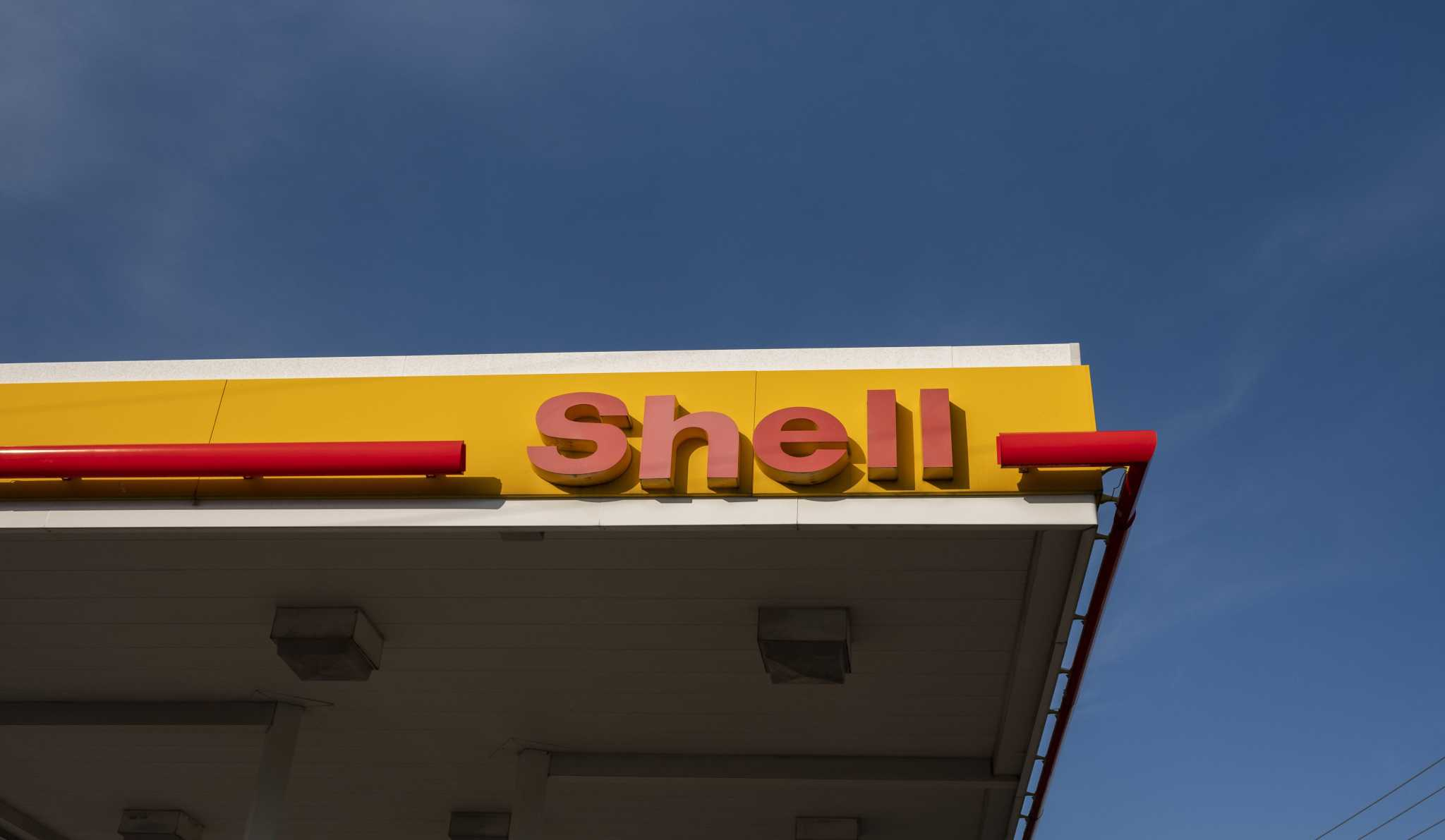 Shell hoping voluntary severances will help weather oil crisis