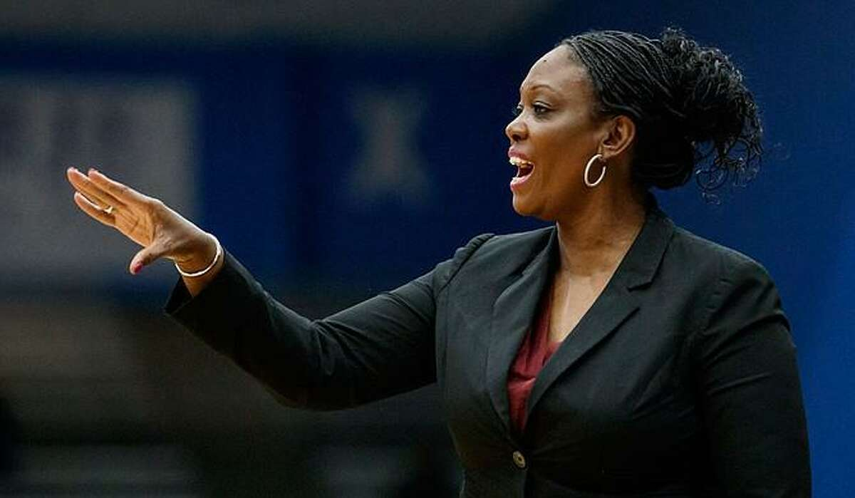 Texas assistant Johnnie Harris is leaving to become Auburn's new women's basketball coach.