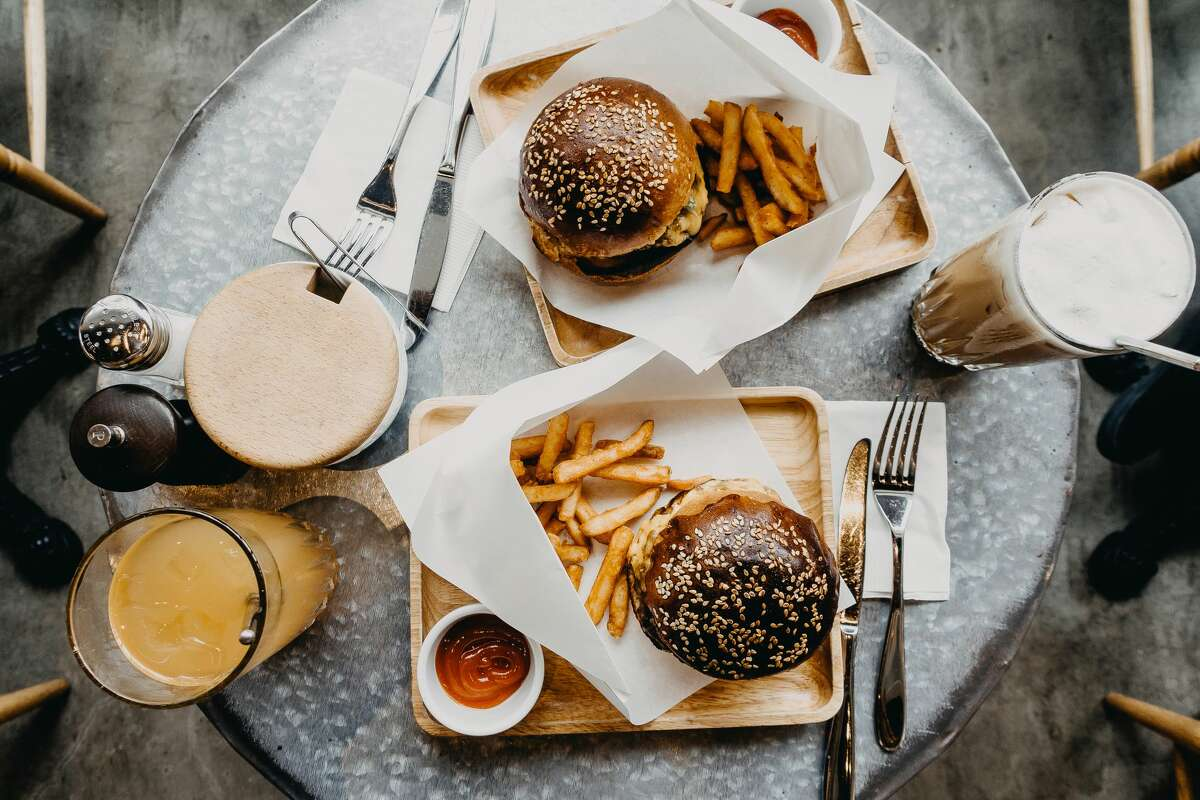Taking burgers to go is a tragedy. A restaurant is the only way to have a proper burger.
