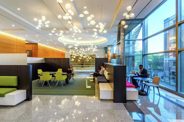 Spear Street Capital completed a renovation of the 27-story 5 Houston Center in 2019. The 580,875-square-foot office building at 1401 McKinney offers tenants a lobby coffee bar, fitness center, tenant lounge with casual meeting space and a conference facility.