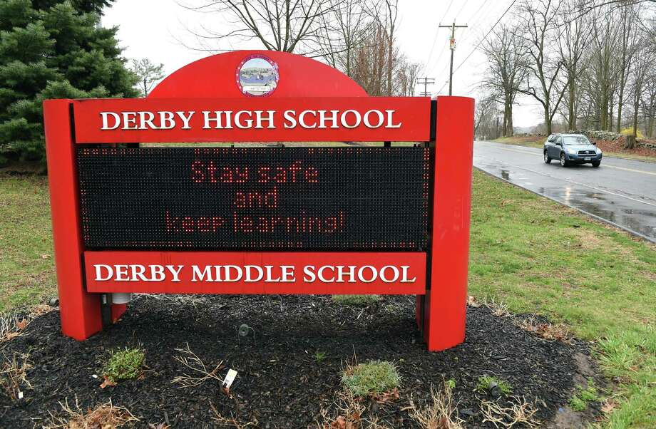 An electronic message board at the entrance to Derby High School/Derby Middle School April 3, 2020. Photo: Arnold Gold / Hearst Connecticut Media / New Haven Register