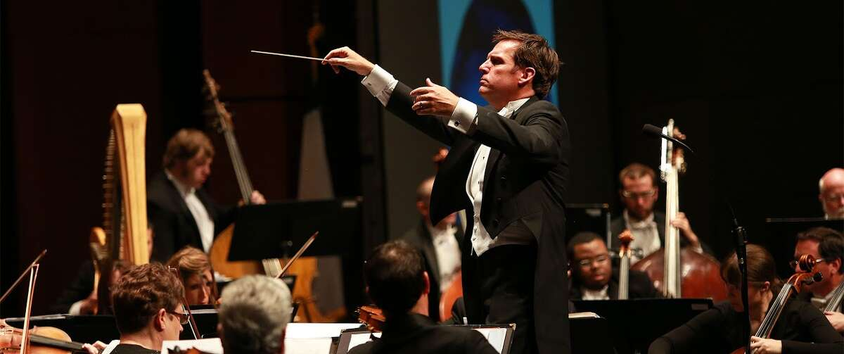 MOSC conductor Gary Lewis conducts the Midland Odessa Symphony and Chorale.