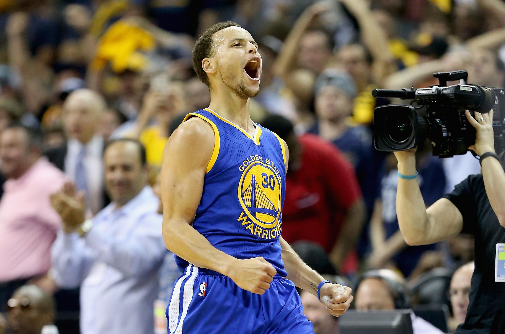 May 15, 2015: Steph Curry hits 62-footer, Warriors eliminate Grizzlies