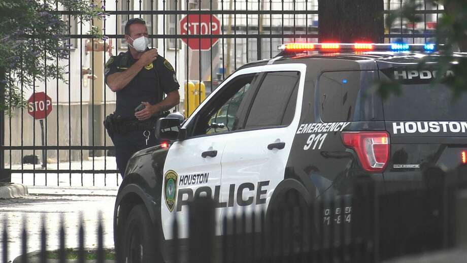Houston police investigate a robbery of the credit union inside the Anheuser-Busch brewery along Gellhorn near the East Freeway on Thursday, May 14, 2020. Photo: Jay R. Jordan / Houston Chronicle