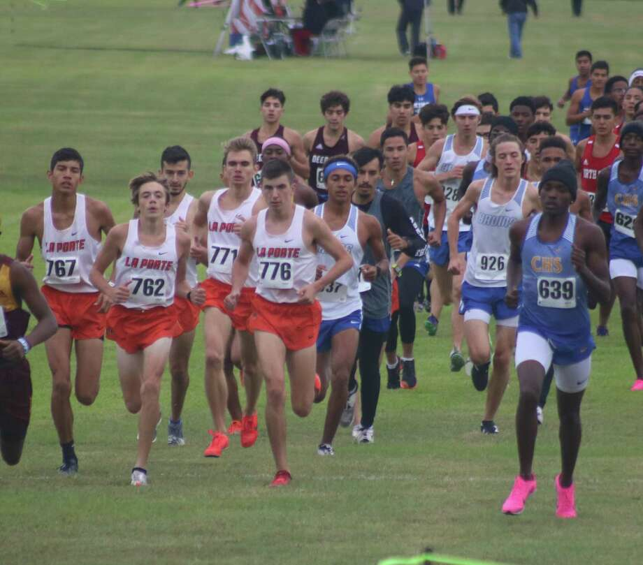 The eventual District 21-6A champion Bulldogs remain in a pack after the opening distance to the 5K race this past November. It would be coach Zachary Johnson's last team title to celebrate now that he's announced he's departing for Friendswood High School. Photo: Robert Avery