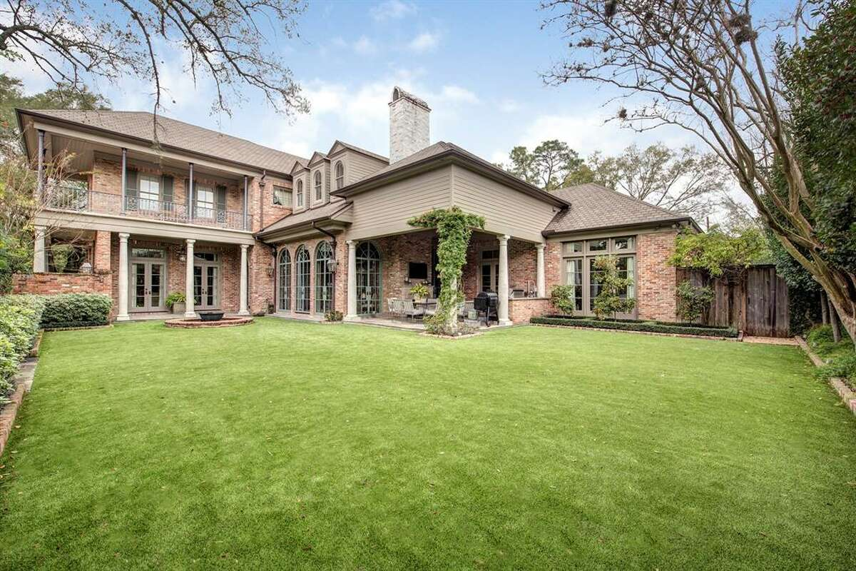 Resting on a 23,507 square feet lot, the two-story beauty features four bedrooms and four and a half bathrooms.
