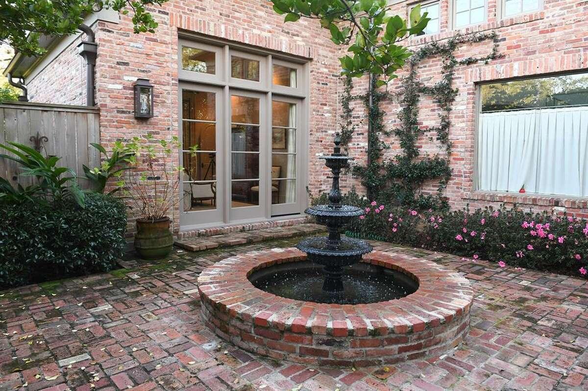 The sereneturfedcourtyard features a sugar kettle fountain and Pennsylvania blue stone hardscape.