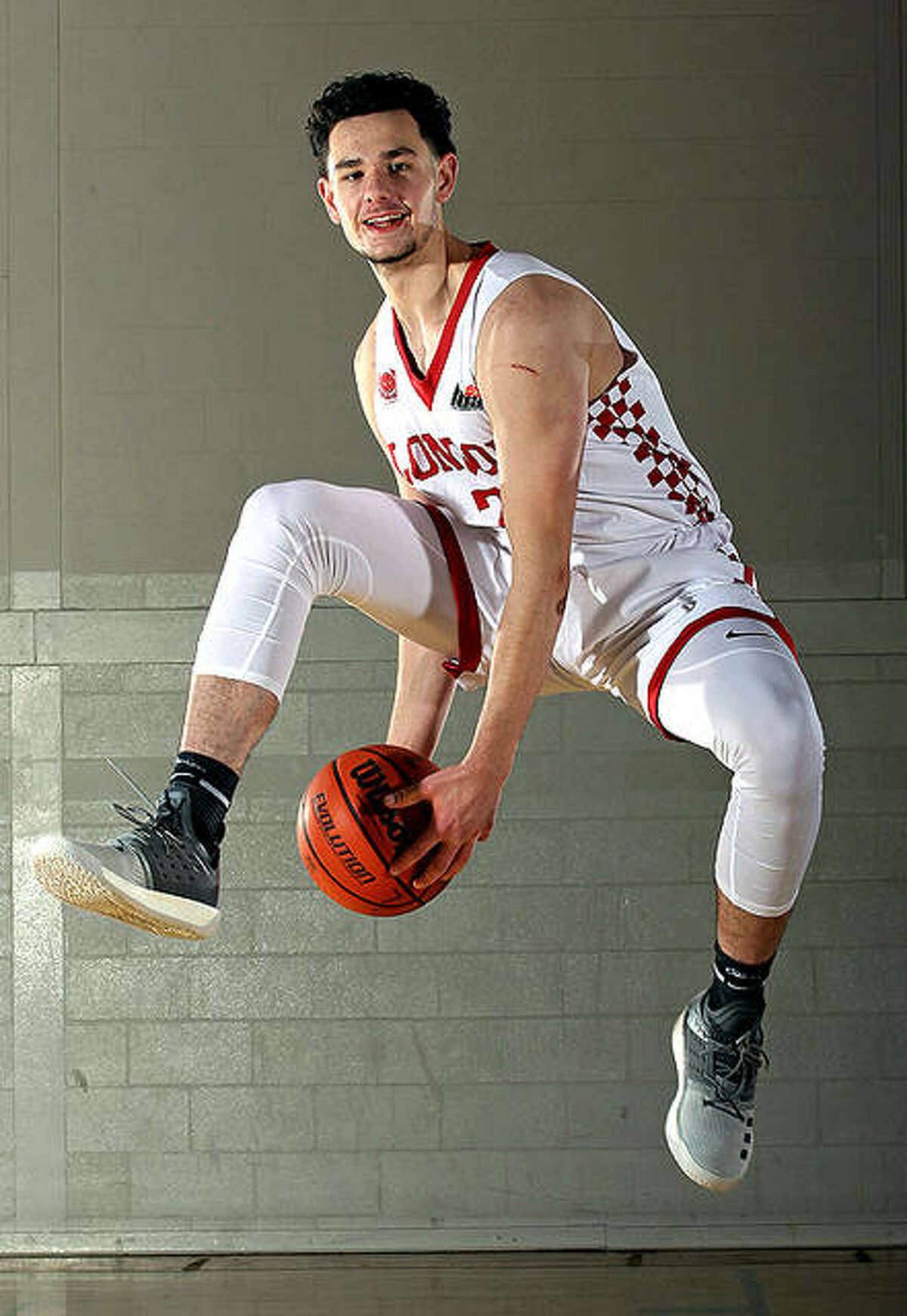 Michael Matas has joined the SIUE men's basketball team from the London Basketball Academy in Canada.