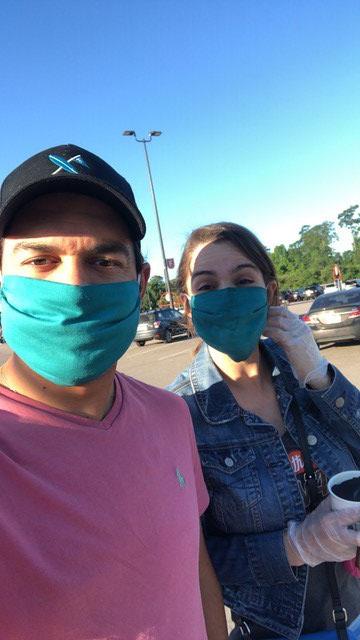 Jose Toledo et son épouse Laura sont réveillés tous les jours avant 7 heures du matin pour commencer leurs livraisons Instacart pour les clients de la grande région de Houston.