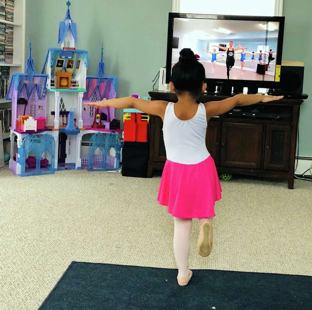 A younger dance student participates in Eastern Connecticut Ballet online Zoom session.